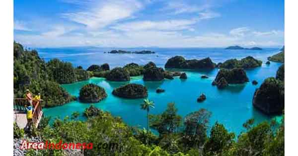 Popular tourism of Indonesia raja ampat islands