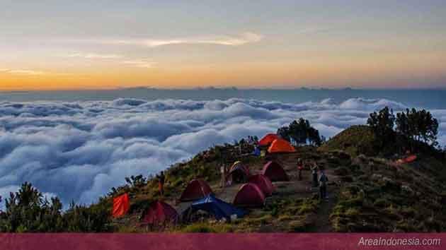 Sunset di Plawangan Sembalun di Gunung Rinjani