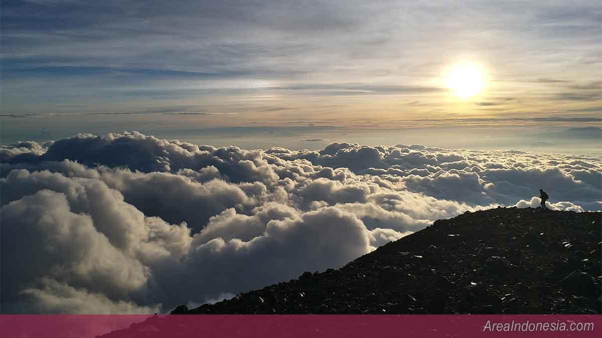 Puncak Mahameru - Puncak Gunung Semeru Indonesia